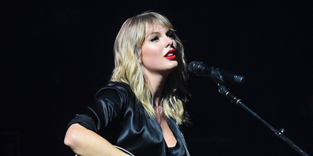 """Why Taylor Swift Fans Are Convinced Red Is Her """"Only True Breakup Album"""" - E! Online"""