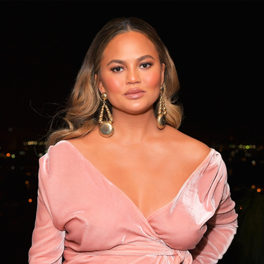 """Chrissy Teigen Says She Gave Up Ingesting After Rising Bored with """"Making an Ass of Myself"""" – E! On-line"""