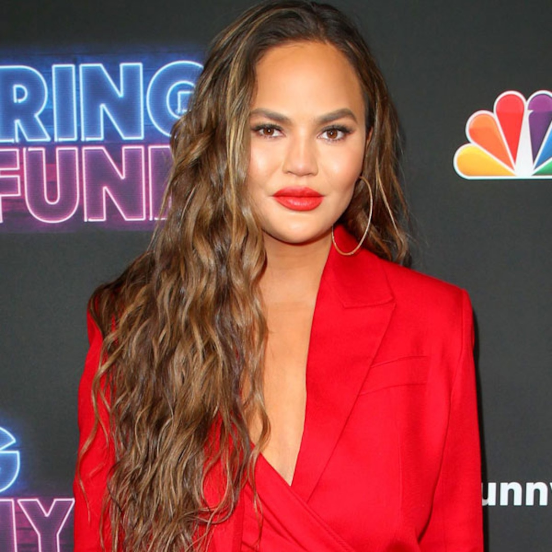 "Chrissy Teigen Defends Meghan Markle From ""Piece of S–t"" Internet Troll After Miscarriage News – E! NEWS"