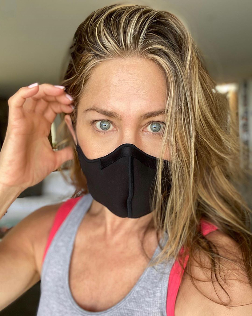 Jennifer Aniston, Instagram