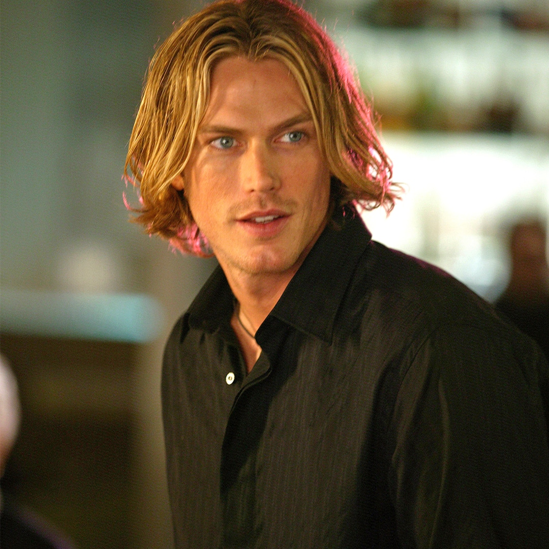 Sex and the City Star Jason Lewis Debuts Rugged New Look: See His Transformation! - E! NEWS thumbnail