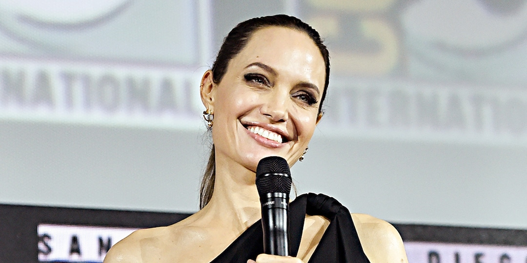 "Watch Angelina Jolie Joke About the Single Life While Gushing Over Her ""Cool"" Kids - E! Online.jpg"