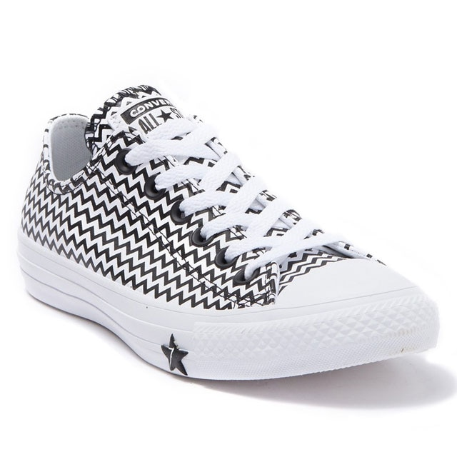 This Converse Flash Sale Is Selling Out