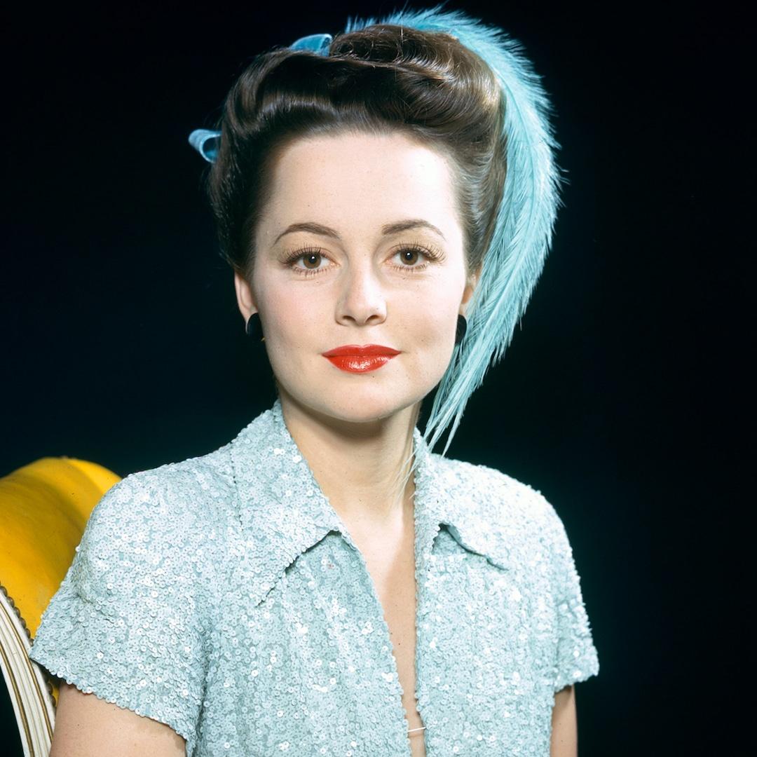 Olivia de Havilland Golden Age of Cinema Star and Trailblazer Dead at 104 – E! NEWS