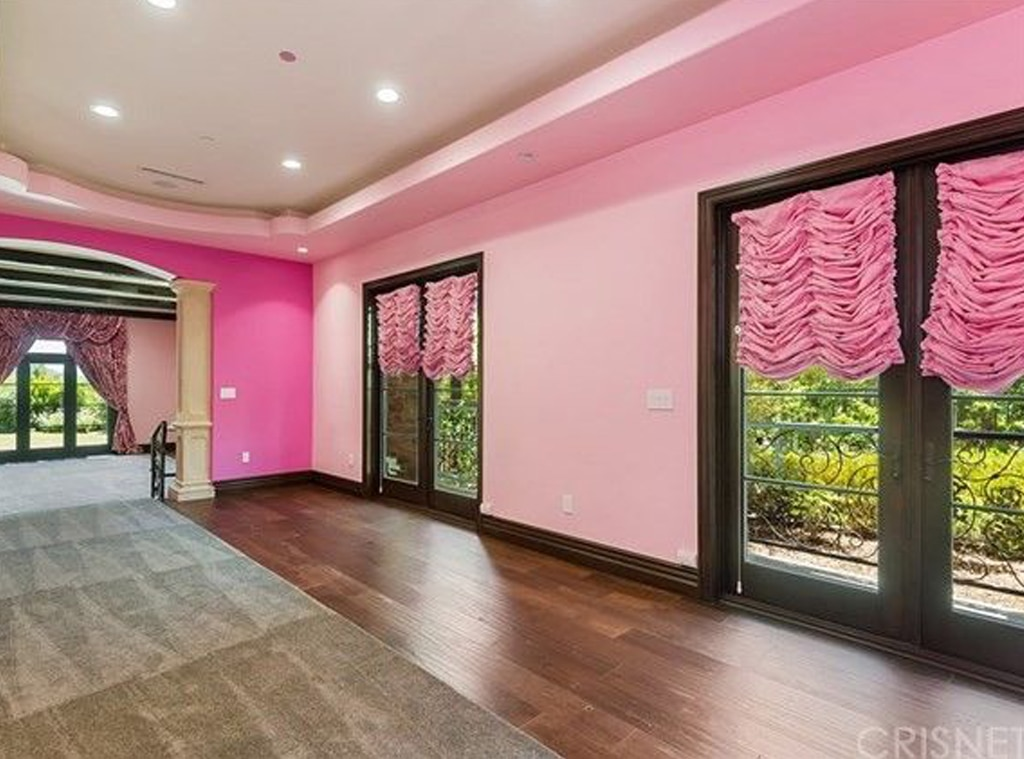 Go Inside Jeffree Star S 4 Million Barbie Inspired Mansion E Online