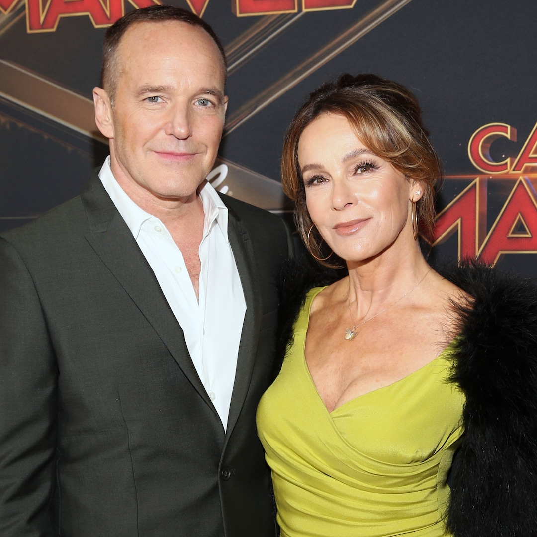 Jennifer Grey and Clark Gregg Divorcing After 19 Years Together - E! NEWS thumbnail