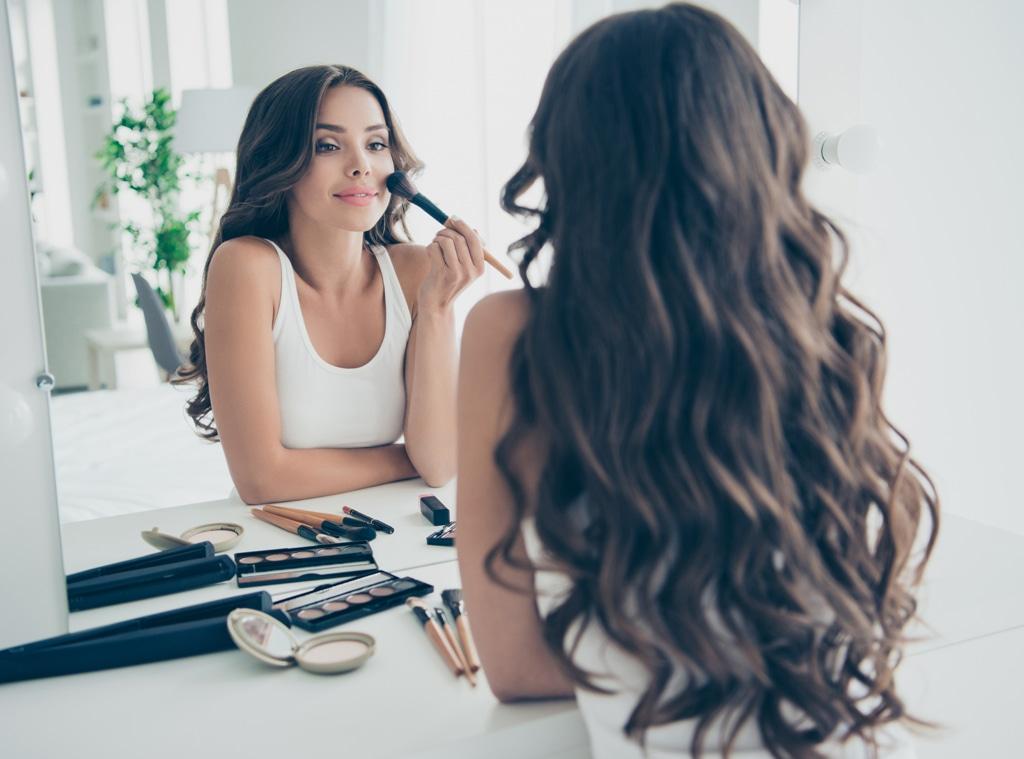 EComm: Stock, Putting on Makeup