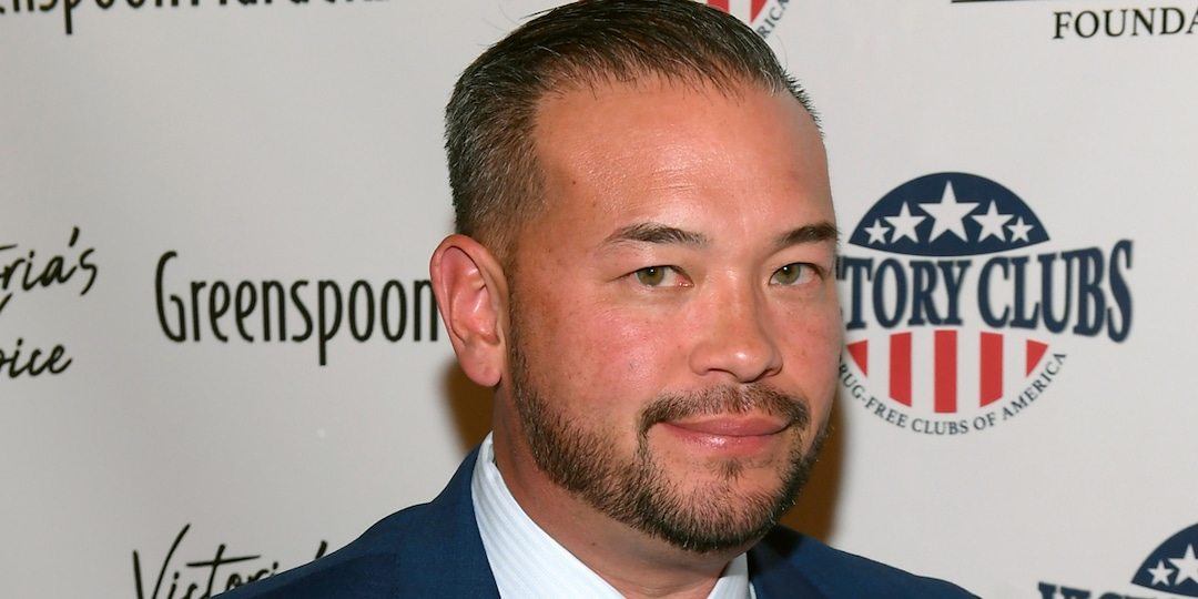 Jon Gosselin Invites His Estranged Children With Kate Gosselin to His Home to Rebuild Relationship - E! Online.jpg