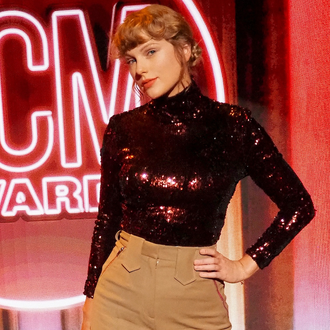rs 1200x1200 200916165652 1200  Taylor swift acm awards mp jpg?fit=around|1080:1080&output quality=90&crop=1080:1080;center,top.'