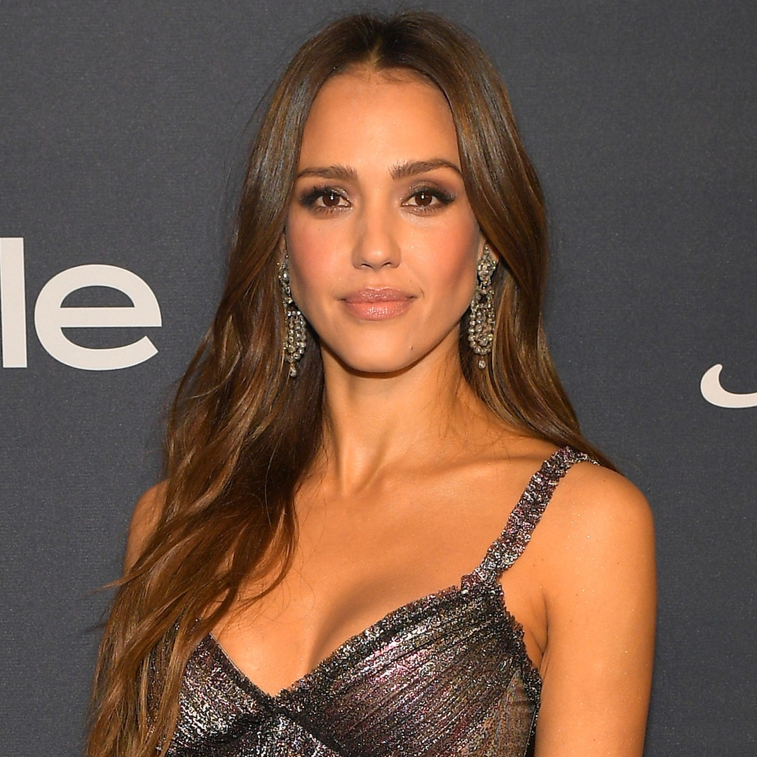 90210 Director Has a Theory About Jessica Alba's No Eye Contact Claim