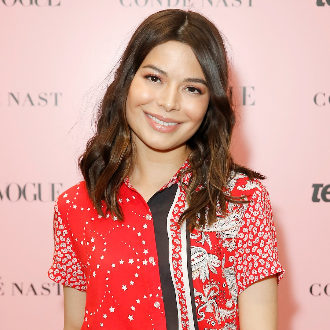 , See Miranda Cosgrave Reunite With Her iCarly Co-Stars in First Photo From Reboot – E! Online,