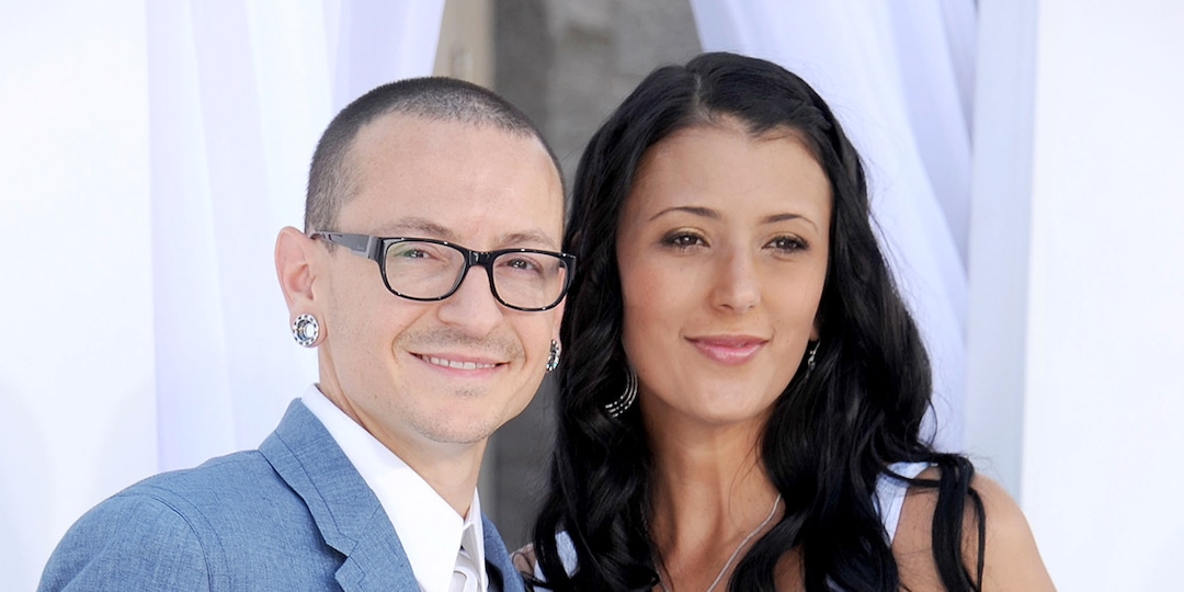 """Chester Bennington's Widow Says She'd """"Give Anything"""" to Have Him Back on Fourth Death Anniversary - E! Online.jpg"""