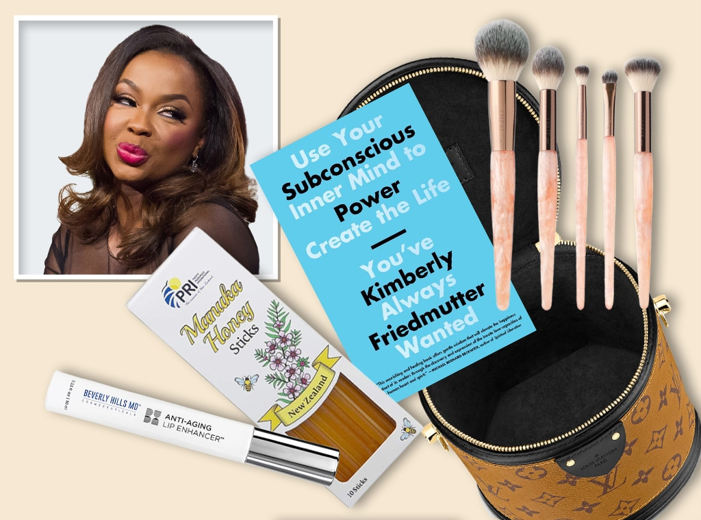 E-COMM, Phaedra Parks Beauty Bag, What's in her bag?