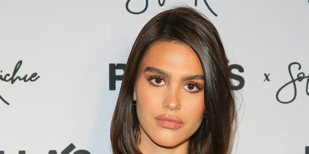 Amelia Hamlin Looks Unrecognizable After Debuting Dramatic Bleached Brows - E! Online.jpg
