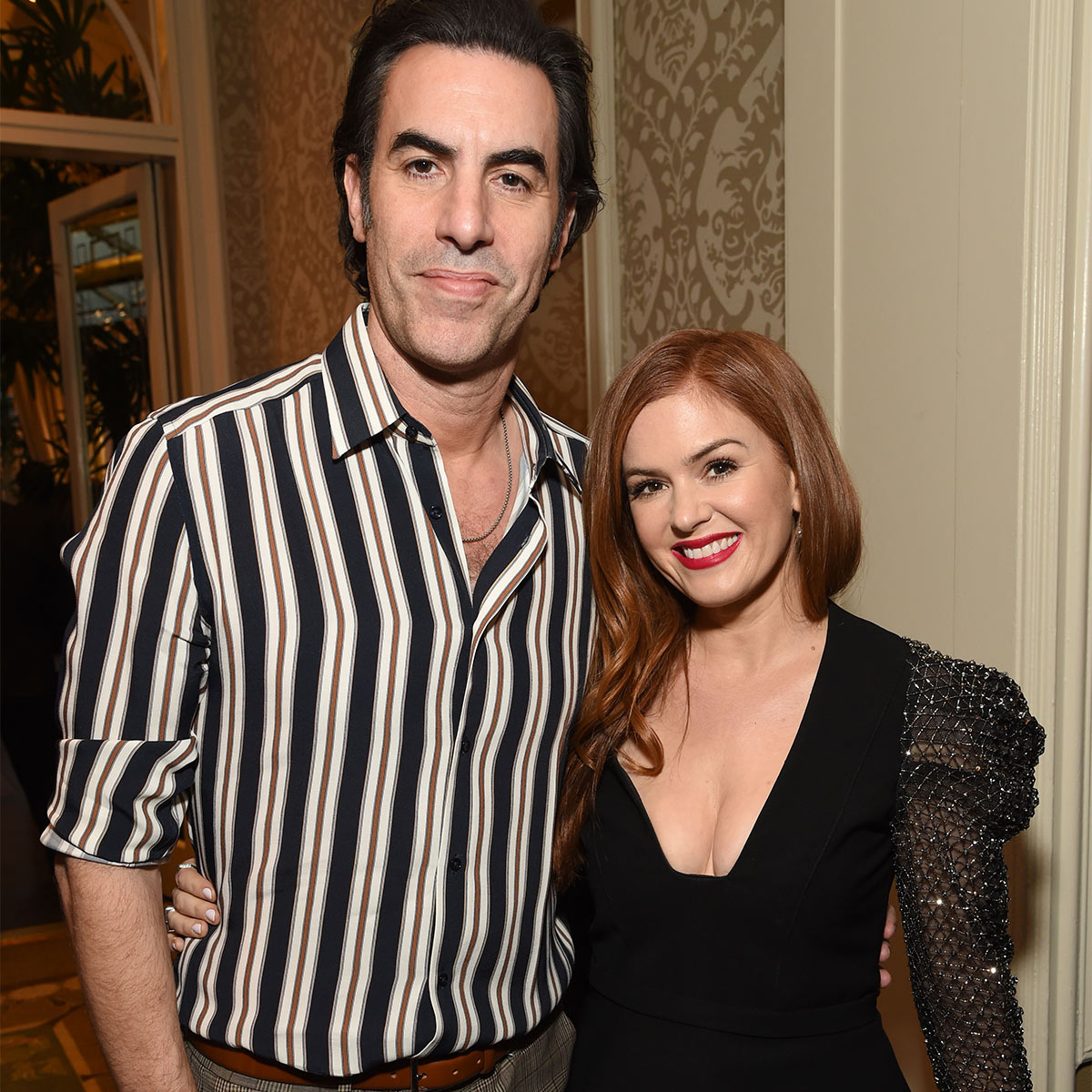 Isla Fisher's Reactions to Sacha Baron Cohen's Big Wins Deserve Their Own Awards