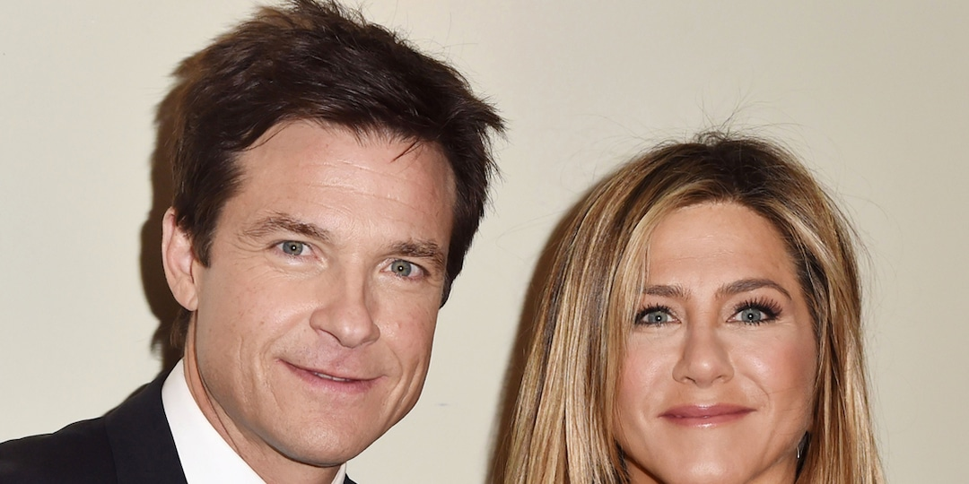Jennifer Aniston Reveals Jason Bateman Filmed His Golden Globes Appearance at Her House - E! Online.jpg