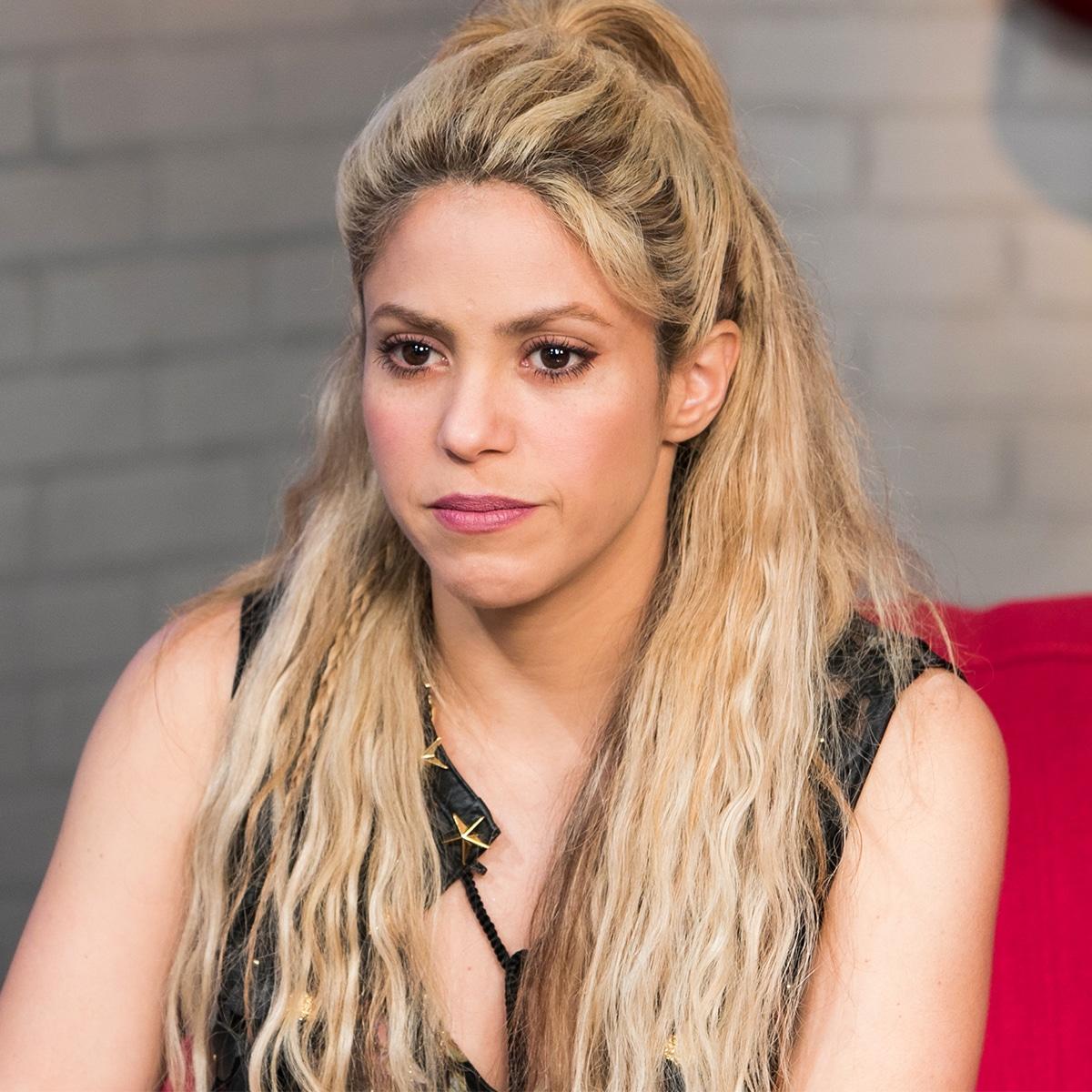 Shakira é alvo de torcida machista do PSG antes de jogo contra Barcelona - E! Online Brasil