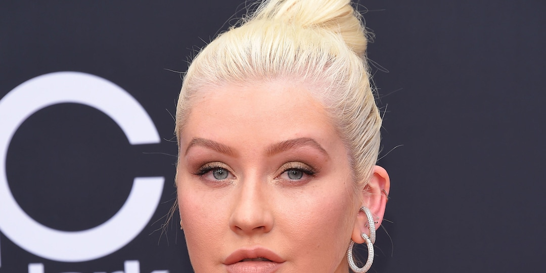 "Why Christina Aguilera Has a ""Hard Time"" Looking at Photos From the Early Stages of Her Career - E! Online.jpg"