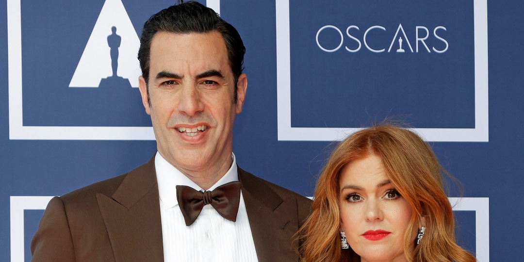 Why Isla Fisher and Sacha Baron Cohen Don't Post Their 3 Kids on Social Media - E! Online.jpg