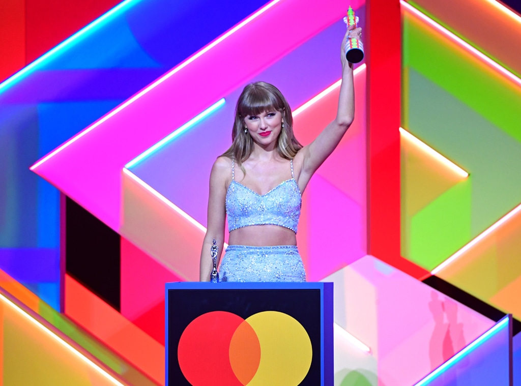 Taylor Swift Makes History at the 2021 BRITs With Global Icon Award - E! Online