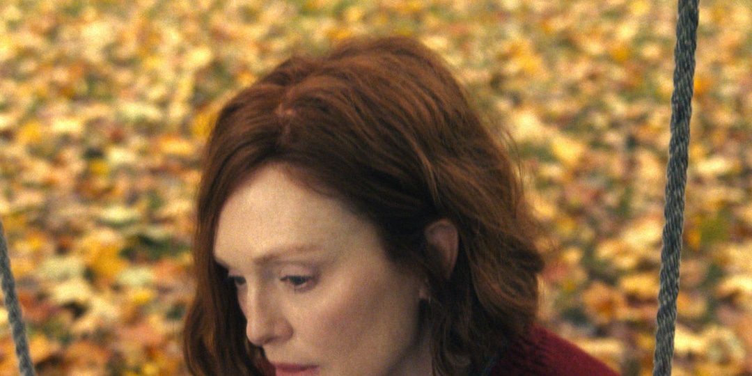 See Julianne Moore Begin to Unravel in Haunting Lisey's Story Trailer - E! Online.jpg