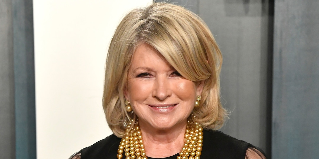 Martha Stewart Wants You to Know She Does Not Have 16 Peacocks - E! Online.jpg