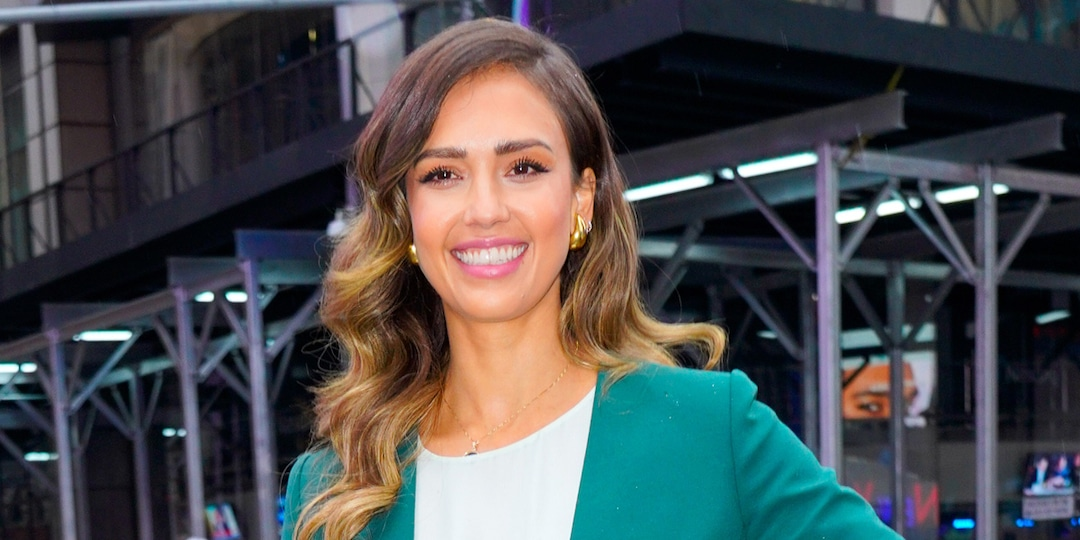 Jessica Alba Reveals the Honest Request 13-Year-Old Daughter Honor Made During Joint Therapy - E! Online.jpg