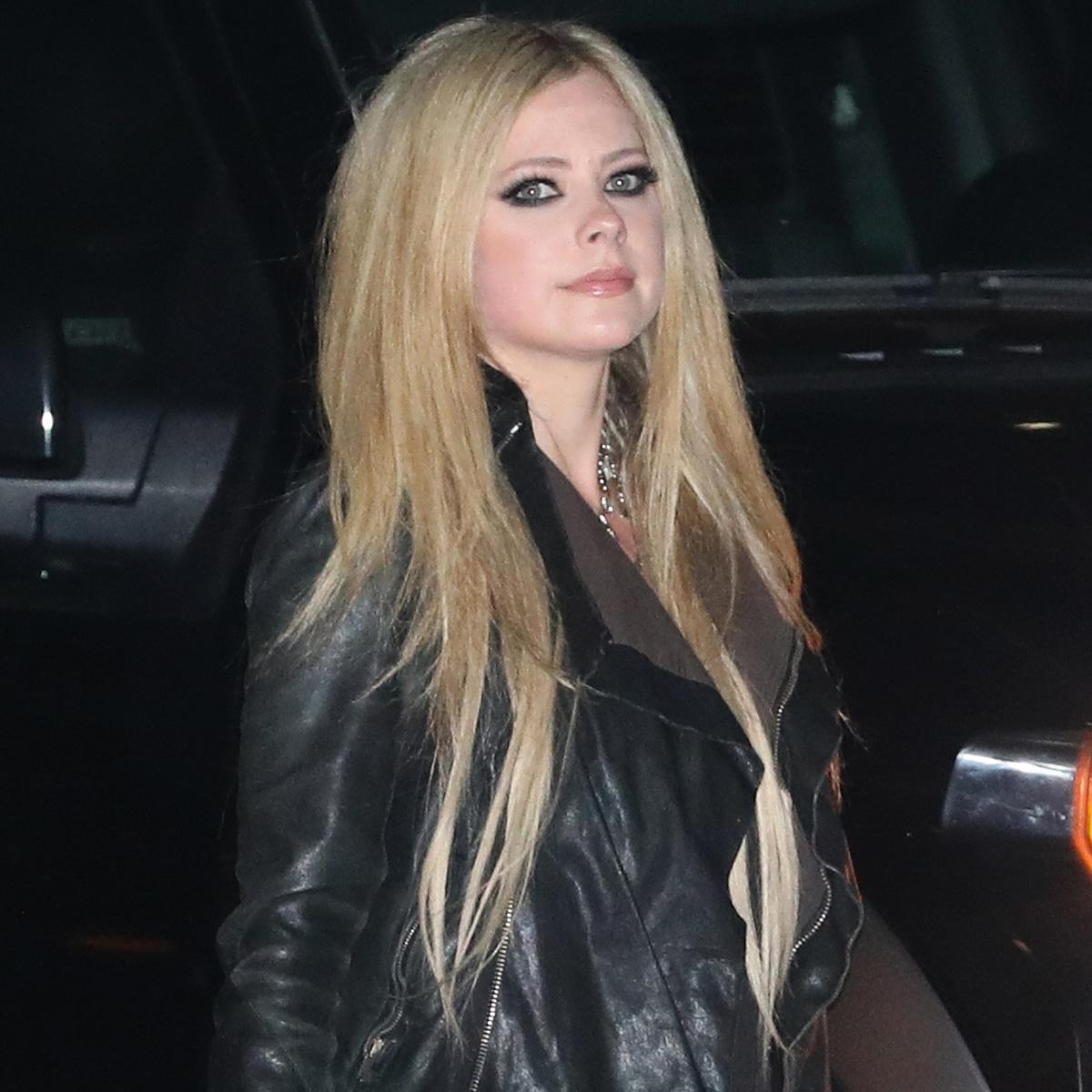 """Avril Lavigne Proves She Hasn't Aged in """"Sk8er Boi"""" TikTok Debut - E!  Online - AP"""