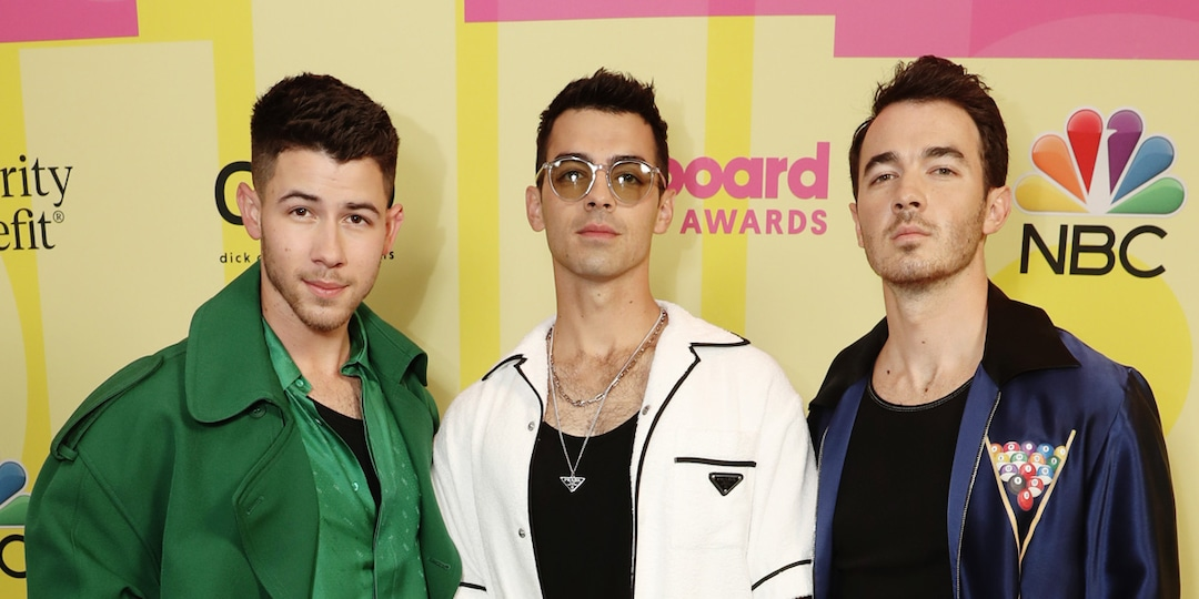 The Jonas Brothers Are Starring in Netflix's First-Ever Family Roast: All the Details - E! Online.jpg