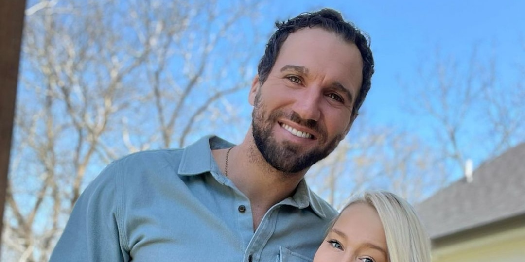 The Voice's RaeLynn Is Pregnant, Expecting Baby Girl With Josh Davis - E! Online.jpg