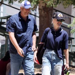 Gwen Stefani, Blake Shelton, Ring **WEB EMBARGO UNTIL 3:30 PM PT
