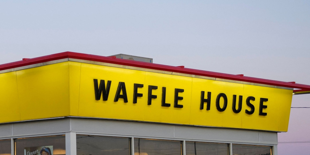 This Fantasy Football Loser's Story of Spending 24 Hours at the Waffle House Is a Total Touchdown - E! Online.jpg