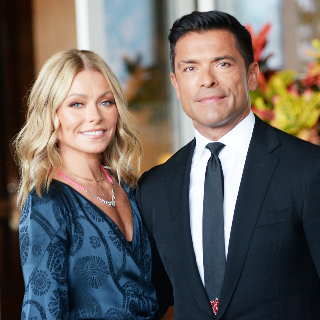 """Kelly Ripa Reveals the Intimate Way Mark Consuelos """"Takes Care"""" of Their Issues - E! NEWS"""