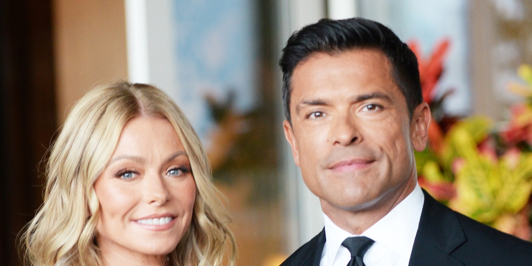 """Kelly Ripa Reveals the Intimate Way Mark Consuelos """"Takes Care"""" of Their Issues - E! Online.jpg"""