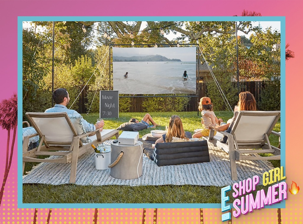 E-Comm: Everything You Need for An Outdoor Movie Night