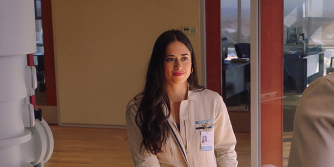 Jeanine Mason Teases Roswell, New Mexico's Time Jump and a Game-Changing Season 3 - E! Online.jpg