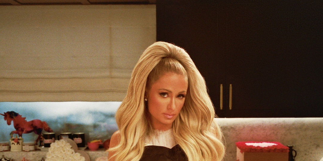 """Paris Hilton's """"That's Hot"""" Mantra Takes on a New Meaning in First Cooking With Paris Trailer - E! Online.jpg"""