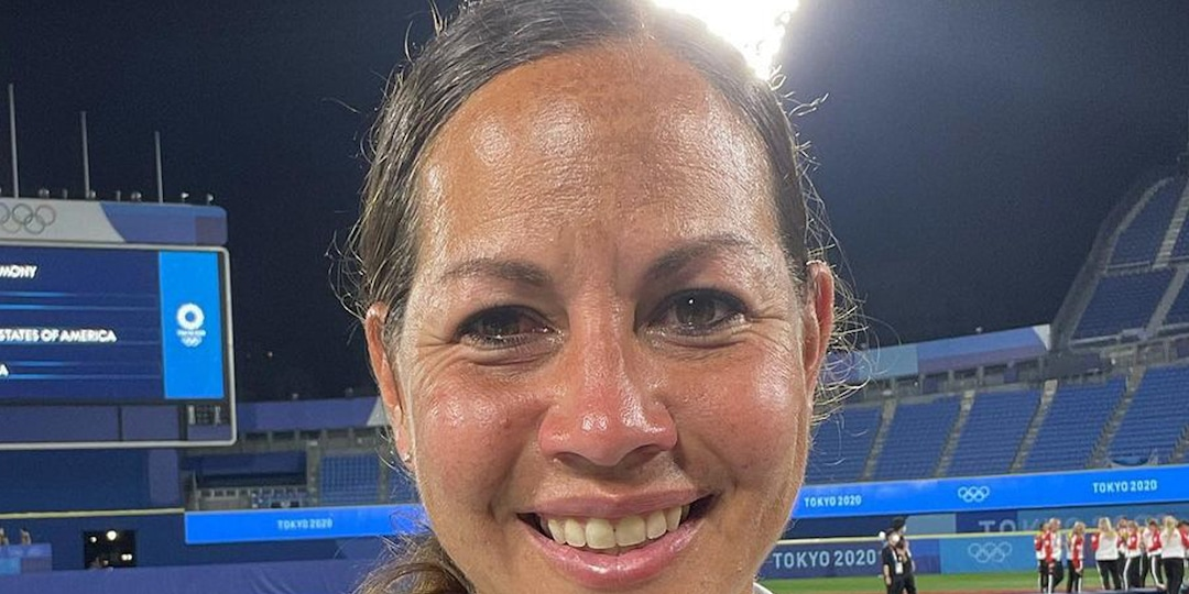 Softball Star Cat Osterman Fights Back Tears to Share Inspiring Message After Olympic Defeat - E! Online.jpg