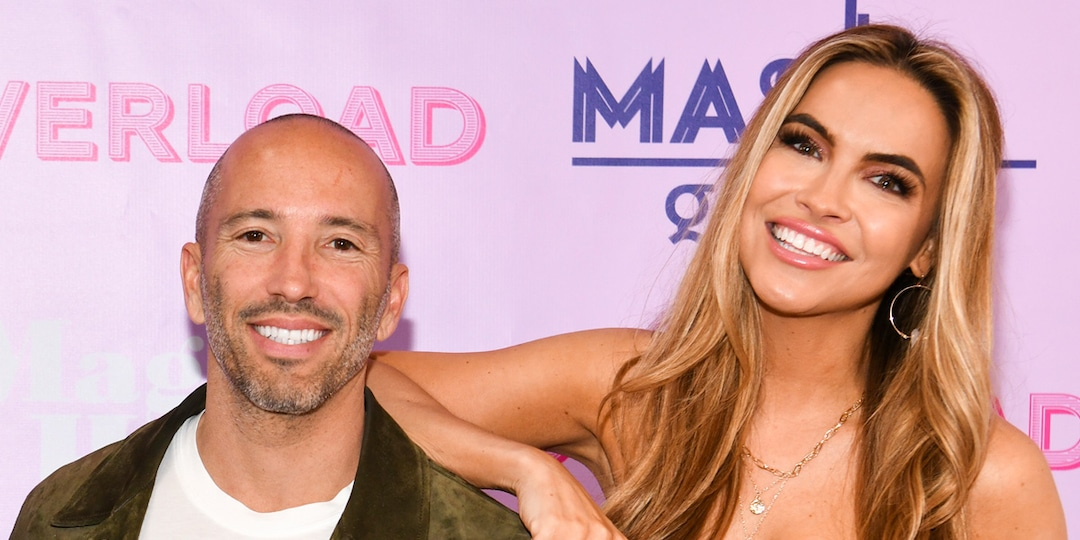 Selling Sunset's Chrishell Stause and Jason Oppenheim Reveal They're Dating - E! Online.jpg