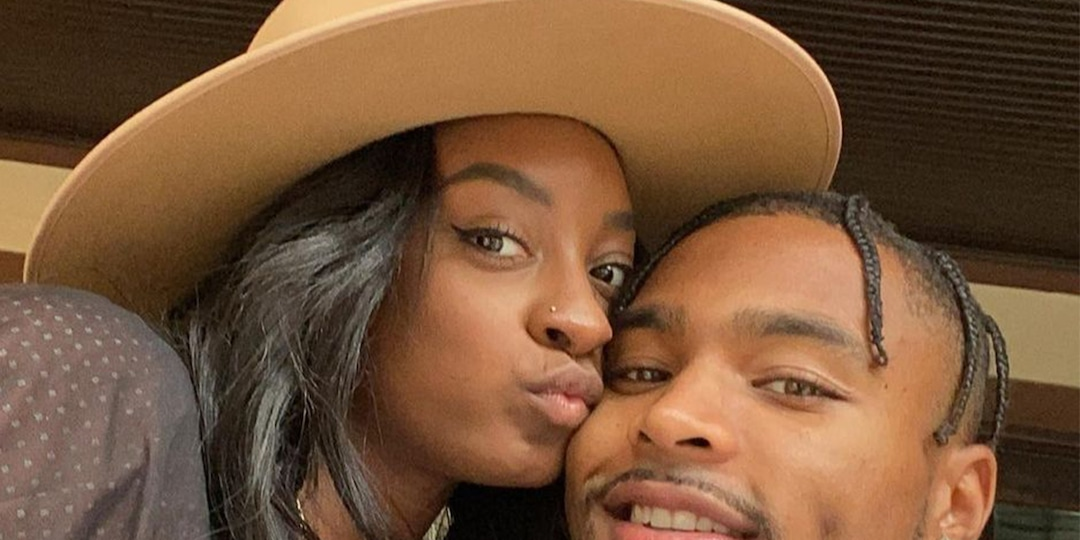 """Simone Biles' Boyfriend Jonathan Owens Celebrates Her """"Strength and Courage"""" After Olympics Withdrawal - E! Online.jpg"""