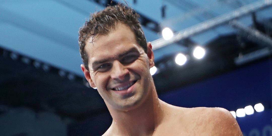 Olympic Committee Says Swimmer Michael Andrew Did Not Violate Rules By Going Maskless - E! Online.jpg