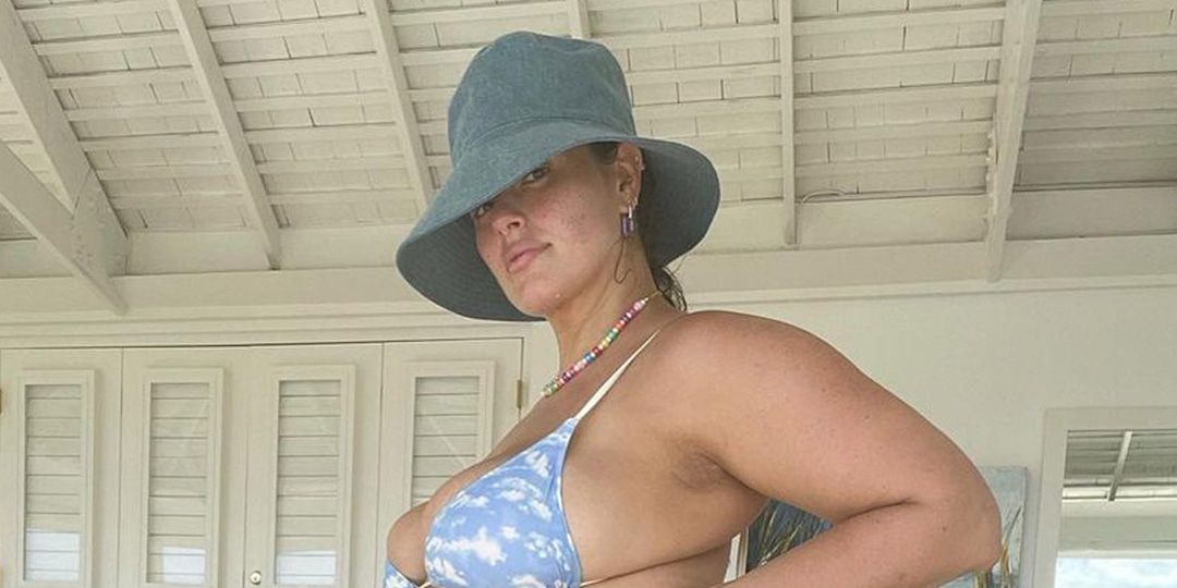 Pregnant Ashley Graham Poses for Nude Selfie After Revealing She Already Picked Twins' Names - E! Online.jpg