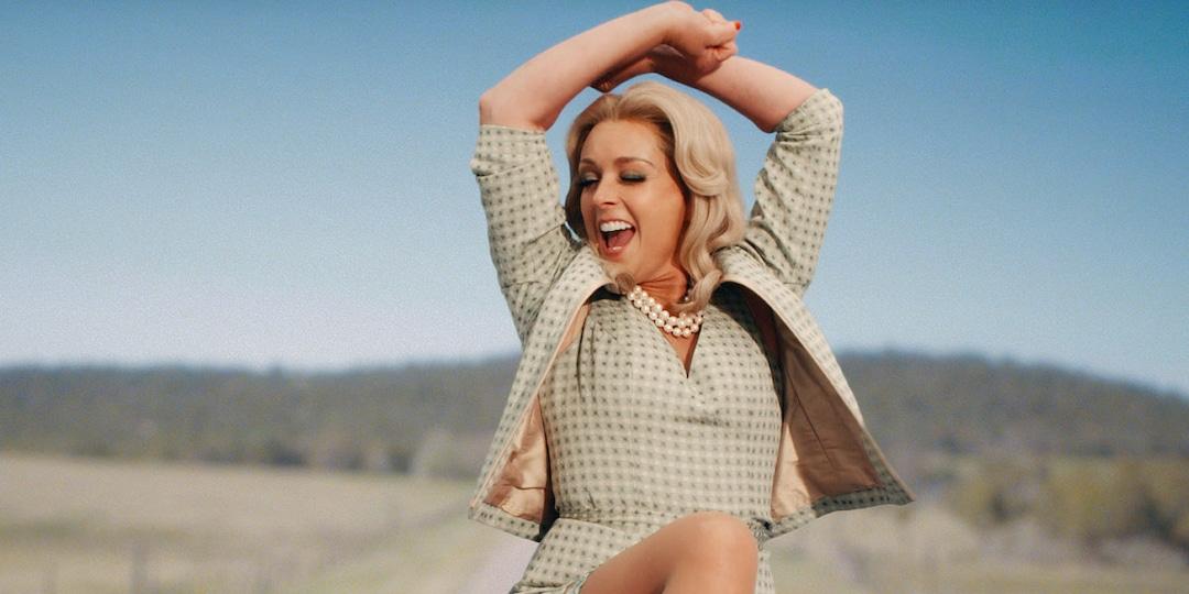 Jenna Maroney Would Kill—Maybe Literally—for Jane Krakowski's Musical Number in Schmigadoon! - E! Online.jpg