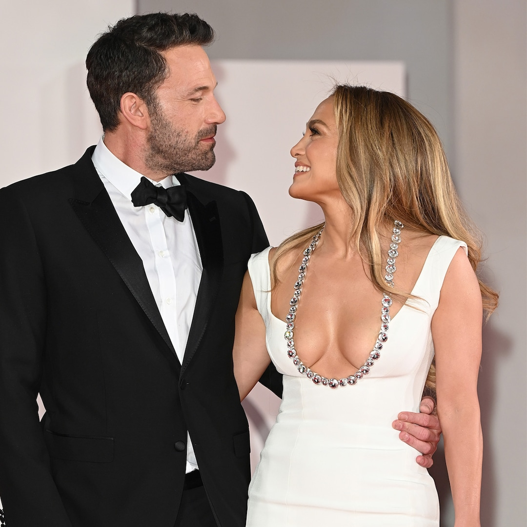 """How Jennifer Lopez and Ben Affleck Are """"Staying Connected"""" Amid Busy Work Schedules – E! Online"""