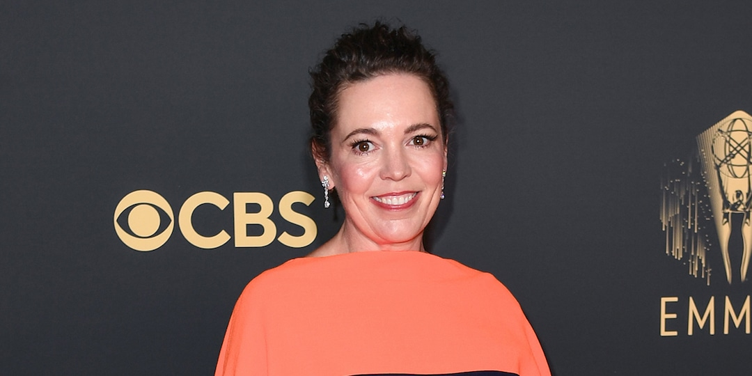 The Crown's Olivia Colman Tears Up Honoring Late Dad in Emotional Emmy Speech - E! Online.jpg