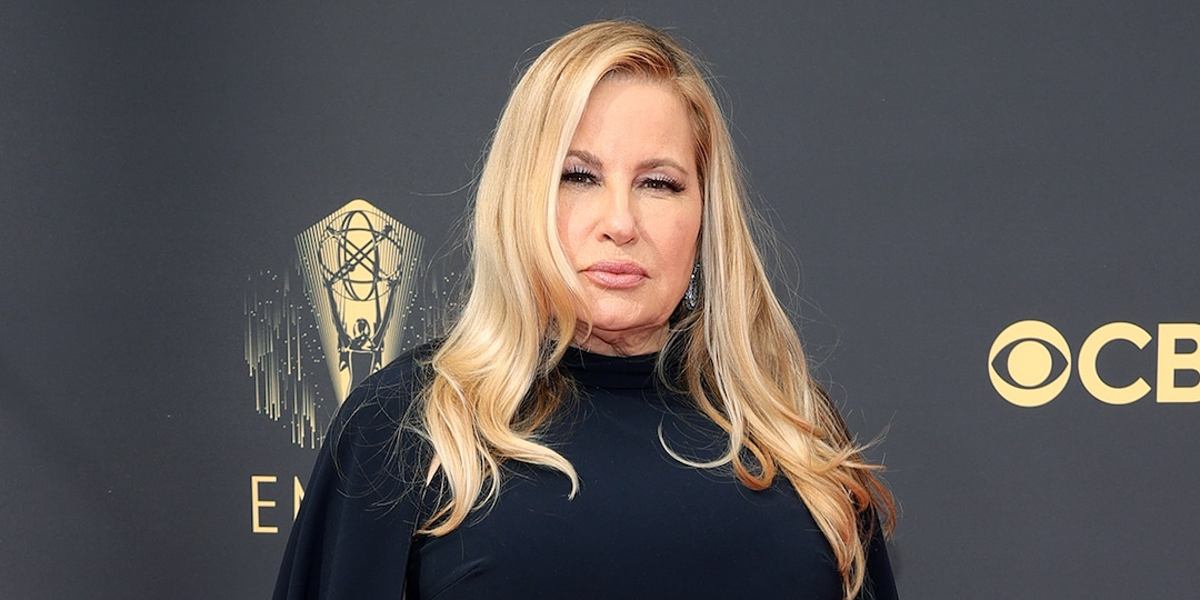 """Why Jennifer Coolidge Is Ready to """"Corner"""" Mindy Kaling at the 2021 Emmys - E! Online.jpg"""