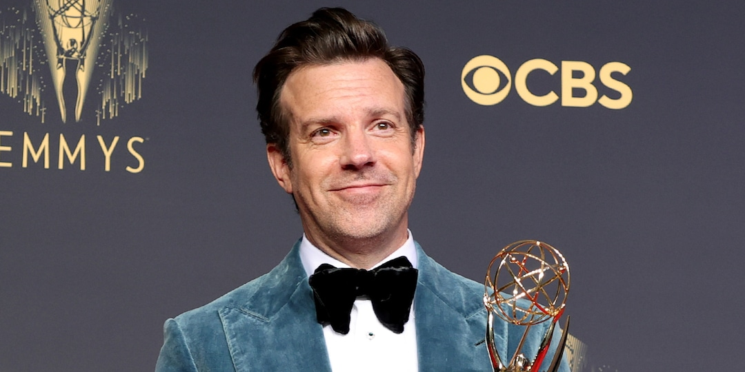 """Jason Sudeikis Hilariously Calls Out Lorne Michaels for Taking a """"Dump"""" During His 2021 Emmys Speech - E! Online.jpg"""