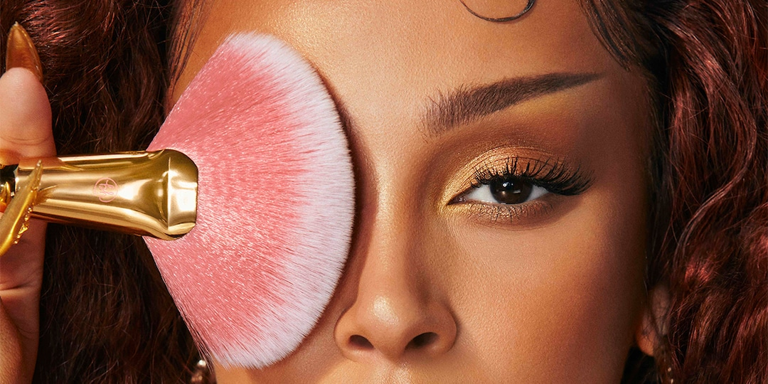 Doja Cat Launches First Makeup Line with BH Cosmetics—And It's Out Of This World - E! Online.jpg