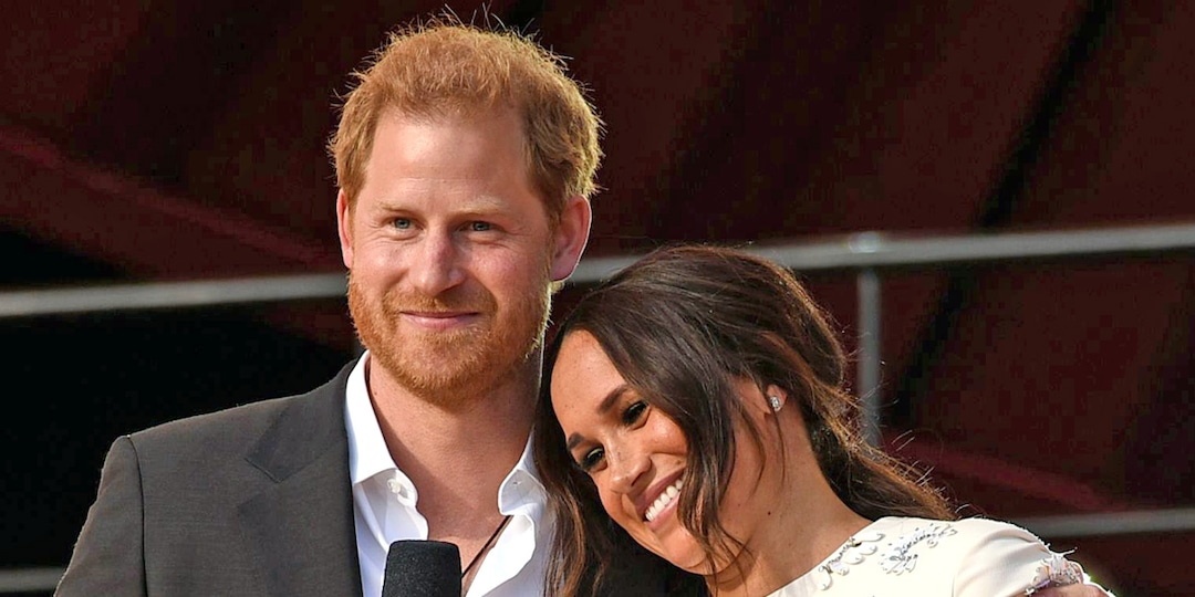 Prince Harry and Meghan Markle Look Absolutely in Love at the Global Citizen Live Event - E! Online.jpg