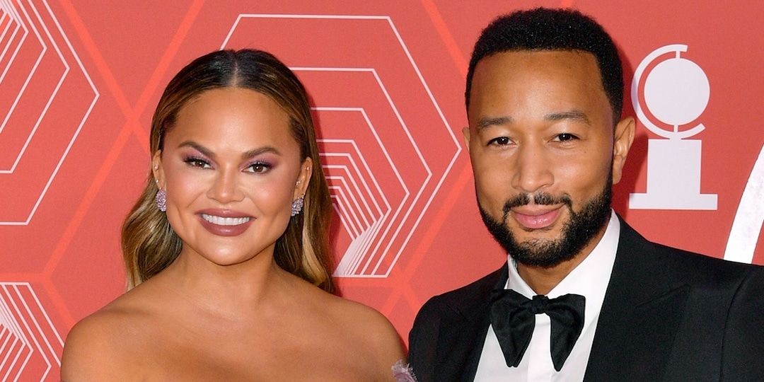 Chrissy Teigen Shades John Legend Over His Chances to Beat Ariana Grande on The Voice - E! Online.jpg